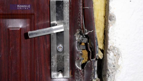 Oštećenja na ulaznim vratima stana Željka Bojića