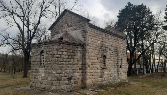 Oskrnavljena crkva Samodreža