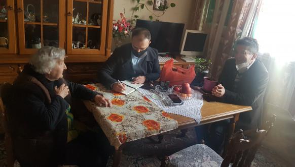 """Predstavnici Ministarstva za zajednice i povratak posetili porodice iz Paviljona """"E"""" u Prištini"""