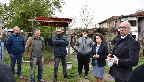 Rakih i Hodžić prilikom obilaska povratnika u Grebniku i bošnjačkih porodica u Dobruši.jpg