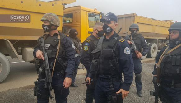 Jarinje, pripadnici Rosu i protest građana