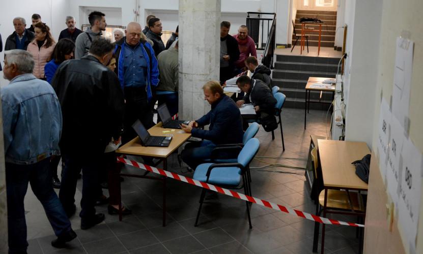 Guzve na biralištima u Severnoj Mitrovici