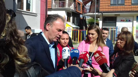 Fatmir Ljimaj na biračkom mestu