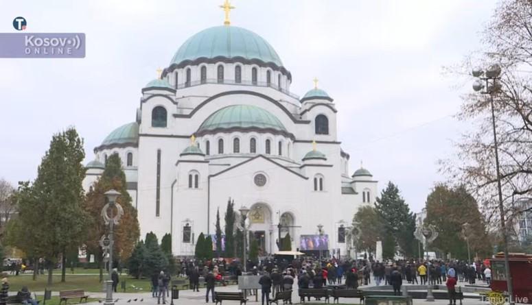 Ispred Hrama svetog Save