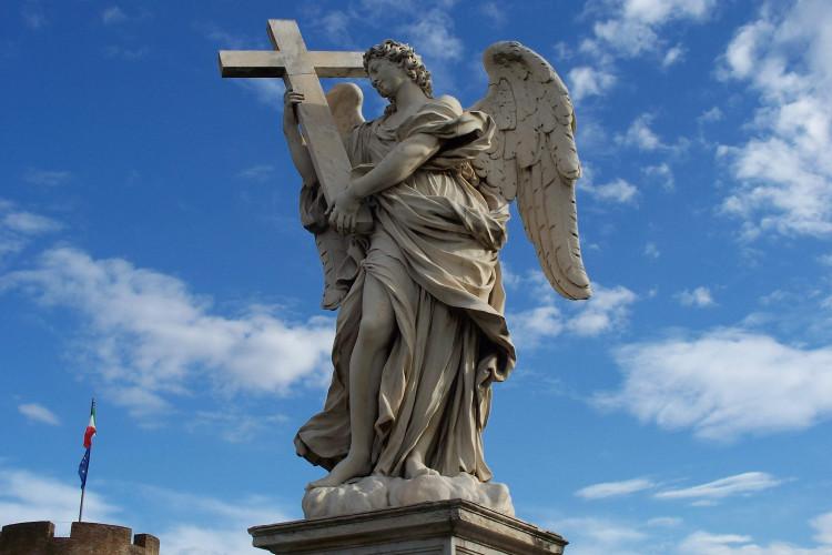 Skulptura anđela sa krstom u Rimu