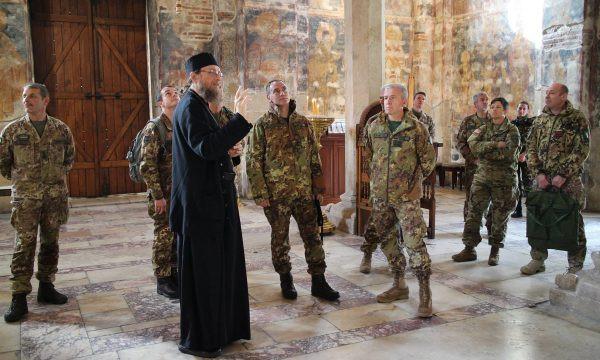 Vojnici Kfora u Visokim Dečanima