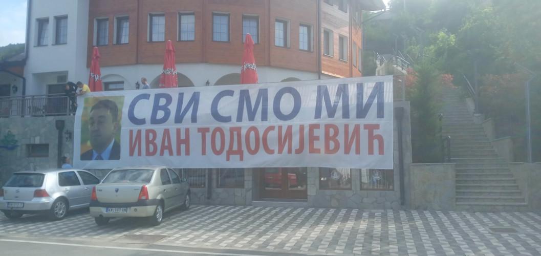 Građani Banjske pružili podršku Ivanu Todosijeviću