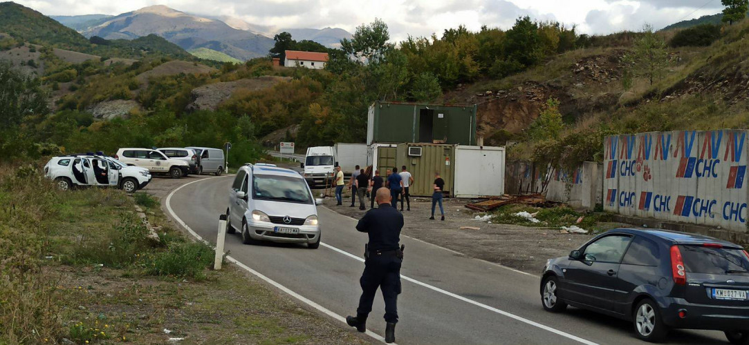 Kosovska policija čuva montaže kontejnere